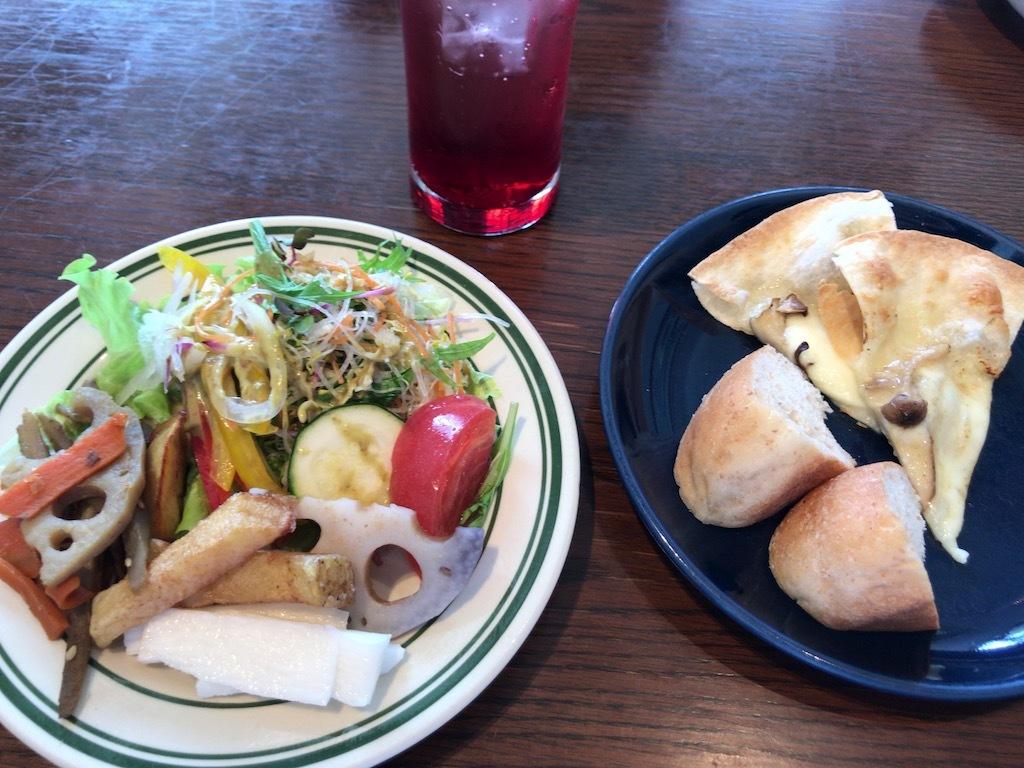 野菜、パン、サラダ